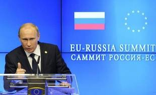 """Le président russe Vladimir Poutine, un des principaux alliés de Damas, a redouté vendredi que """"le chaos"""" s'installe en Syrie, où l'Otan a annoncé avoir récemment détecté de nouveaux tirs de missiles de type Scud par le régime."""