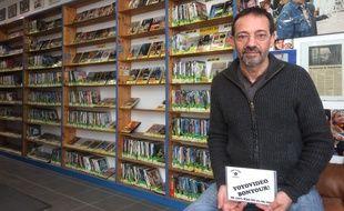 Jean-Luc Peyre gère la dernière boutique de locations de vidéos, depuis plus de 30 ans.
