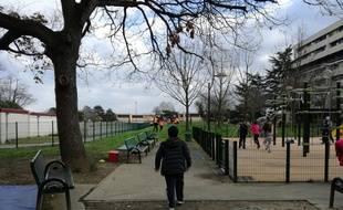 A Bellefontaine, lors d'un atelier sportif organisé par les bailleurs sociaux, le tennis club de Bellefontaine et la mairie.