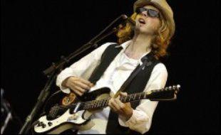 Samedi, avant Radiohead, le talentueux Beck s'est lui aussi taillé un franc succès grâce à un concert déjanté, avec table de cuisine sur scène et marionnettes à l'effigie du chanteur américain et de ses musiciens.