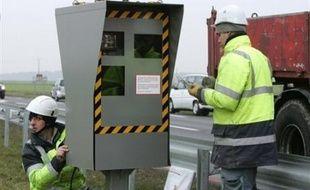 Le Premier ministre François Fillon a confirmé mercredi la mise en place sur les routes de 500 nouveaux radars par an pendant 5 ans et annoncé une série de mesures visant à renforcer la lutte contre l'alcool au volant.