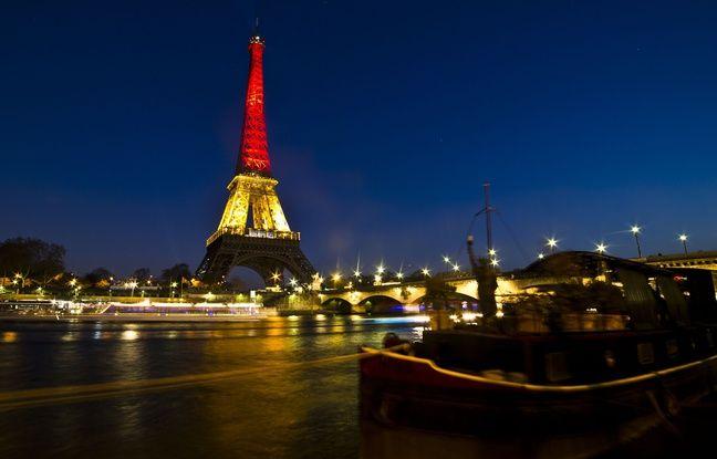 La Tour Eiffel aux couleurs de la Belgique, en hommage aux attentats de Bruxelles, le 22 mars 2016.