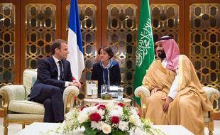 Emmanuel Macron s'est brièvement entretenu avec  prince héritier Mohammed ben Salmane, à Riyad, le 9 novembre 2017.