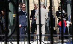 Le président François Hollande le 20 septembre à Paris lors d'une rencontre avec les familles des victimes du vol d'Air Algérie AH5017.
