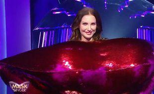 Frédérique Bel était déguisée en bouche dans la saison 2 de Mask Singer.