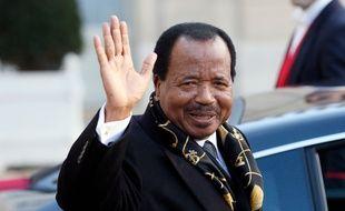 Le président du Cameroun Paul Biya a fait «don» de 500.000 ordinateurs aux étudiants du pays.