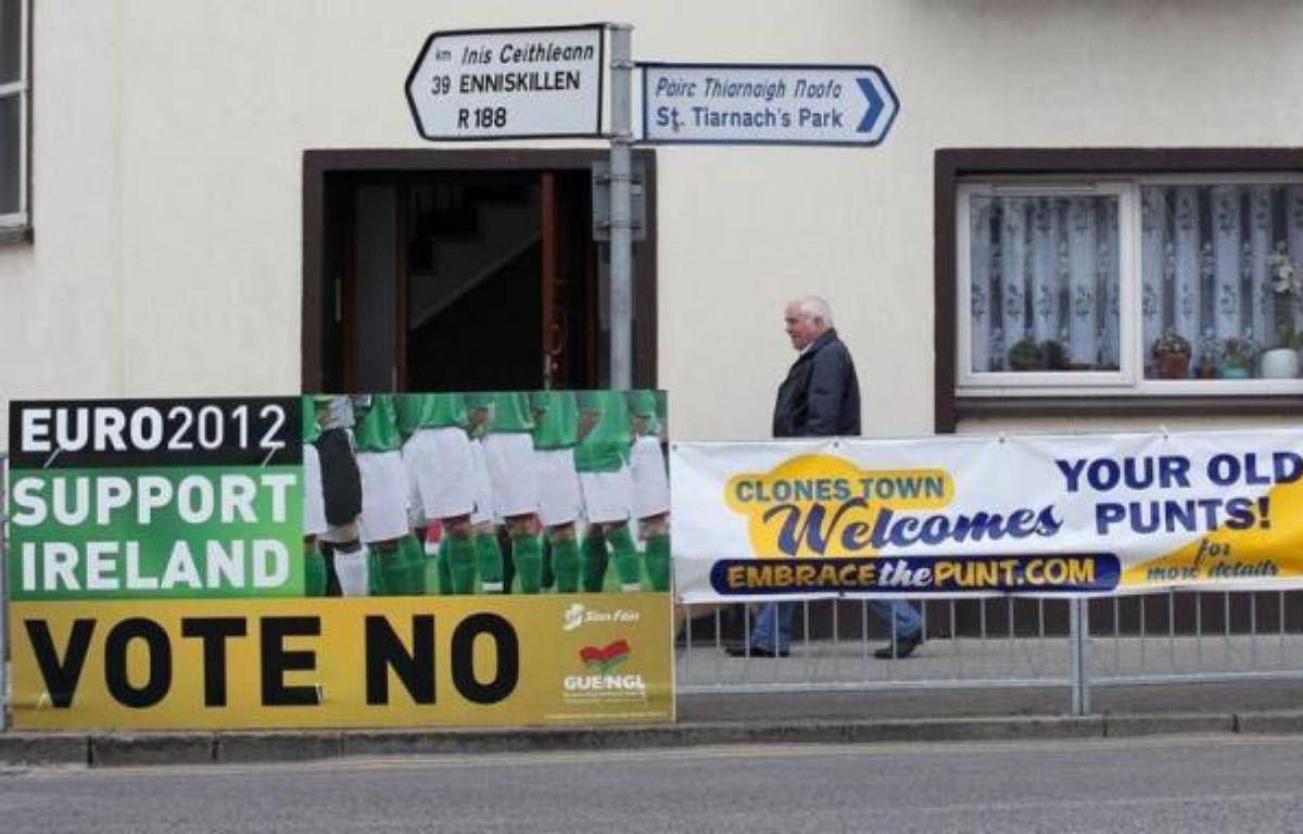 Les bureaux de vote ont ouvert jeudi à partir de 06H00 GMT en Irlande pour le référendum organisé sur le pacte budgétaire européen, un scrutin suivi de près par Bruxelles. – Peter Muhly afp.com