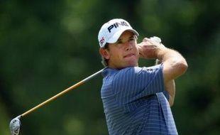 Le Britannique Lee Westwood, 37 ans, a été officiellement confirmé lundi comme nouveau numéro 1 au classement mondial de golf et successeur de l'Américain Tiger Woods qui dominait la spécialité depuis juin 2005.