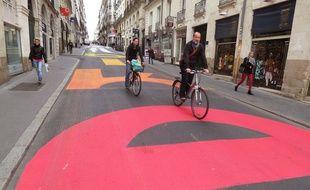 La rue Jean-Jacques Rousseau a a été repeinte par des artistes.
