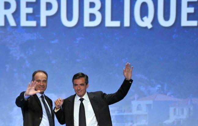 François Fillon et Jean-François Copé saluent les militants UMP lors du Campus de Marseille le 4 août 2011