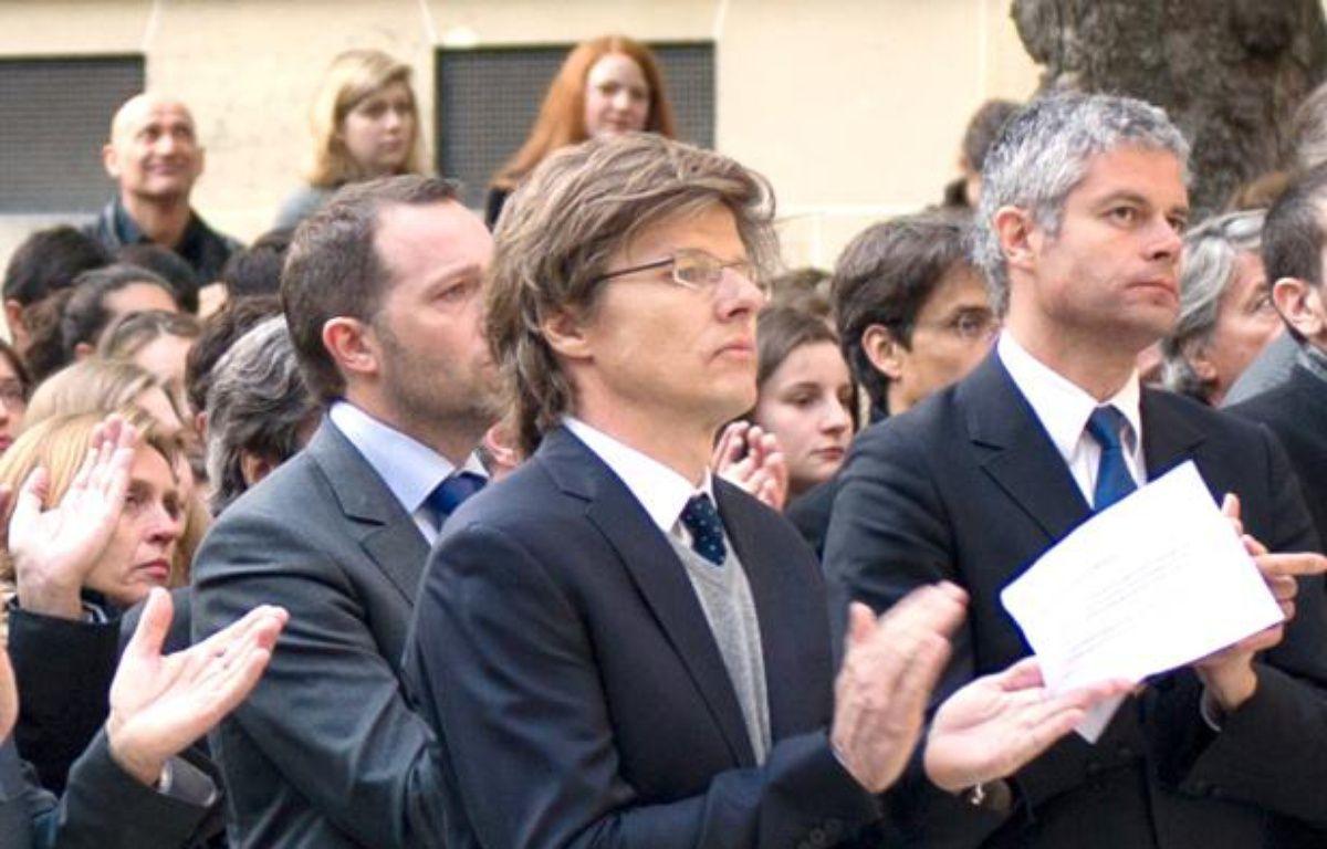Hervé Crès (au centre), aux obsèques de Richard Descoings, en avril 2012. – BERTRAND LANGLOIS / AFP