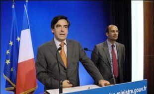 La réduction du nombre de fonctionnaires en 2008 sera bien moindre que celle promise durant sa campagne par Nicolas Sarkozy, aux termes de l'annonce, mardi, des grandes lignes du budget par François Fillon.