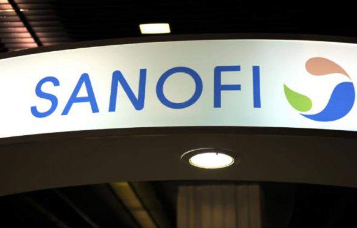 Enseigne du groupe pharmaceutique Sanofi, à Paris le 23 novembre 2012 – ERIC PIERMONT AFP