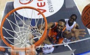 La 4e journée de Pro A de basket a été marquée par la première victoire de la saison de Villeurbanne face au leader invaincu Nancy (80-73), la deuxième défaite à domicile du Mans contre Chalon-sur-Saône (65-71) et le troisième succès d'affilée pour Gravelines, à Orléans (62-59).