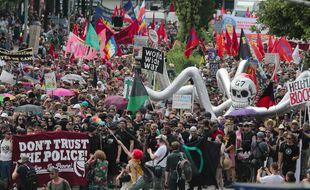 Quelque 4.000 opposants au G7 ont manifesté, le 6 juin 2015, à Garmisch-Partenkirchen (Allemagne).