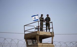 Des soldats israéliens en poste sur la frontière gazaouie, le 15 mai 2018.