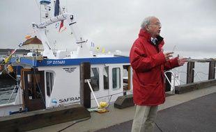L'historien Bernard Decré, passionné d'aviation, recherche, avec le Zéphyr et grâce aux témoignages des habitants de Saint-Pierre-et-Miquelon, des indices sur le sort de l'Oiseau Blanc, le 31 mai 2013.