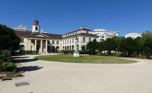 «La maison du jardin», l'accueil de jour du samu social de Paris a accueilli, lundi 6 août, 115 personnes à la rue.