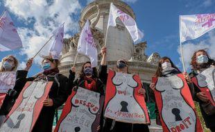 Manifestation pour le droit à l'IVG place de la République