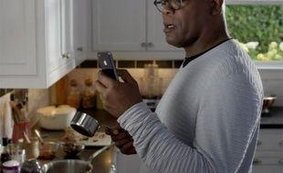 L'acteur Samuel L. Jackson vante les mérites de Siri, l'assistant vocal d'Apple, dans un spot publicitaire aux Etats-Unis.