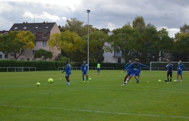 Pour trouver enfin de l'efficacité devant les buts, séance de répétitions pour les joueurs offensifs.