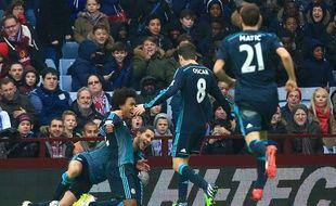 Les joueurs de Chelsea célèbrent un but lors d'un match de Premier League à Aston Villa, le 7 février 2015.