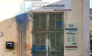 La permanence de la députée des Alpes-Maritimes Alexandra Ardisson a été recouverte de peinture.