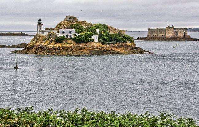 Le phare de l'île Louët, au large de Morlaix (Finistère), accueille un gîte touristique.