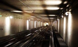 L'intérieur du tunnel de la ligne A du métro de Rennes.
