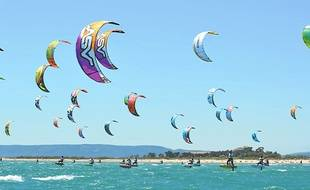 Discipline spectaculaire, le kitesurf nécessite des précautions élémentaires
