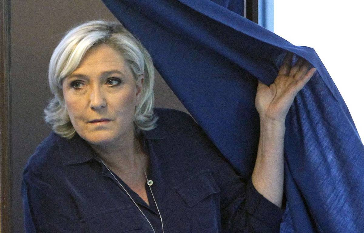Marine Le Pen sort de l'isoloir le 11 juin 2017. – Michel Spingler/AP/SIPA