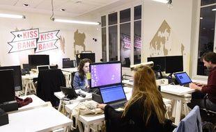 Des employés de l'entreprise KissKissBankBank à Paris en novembre 2016.