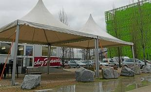La paillote Chez Francis est installée au Confluent depuis treize ans.