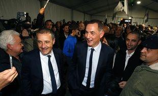 Jean-Guy Talamoni et Gilles Simeoni après leur victoire aux élections en Corse, à Bastia le 10 décembre 2017.