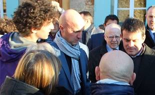 A gauche, Nolan L., le jeune homme qui a giflé Manuel Valls à Lamballe (Bretagne), le 18 janvier 2017.
