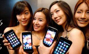 Le Samsung Galaxy S, un rival de l'iPhone 4, sous Android, lors de son lancement en Asie, le 8 juin 2010