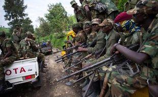 """Les chefs d'Etat des Grands Lacs ont exigé jeudi, à l'issue d'un sommet à Kampala, que la rébellion congolaise du M23 cesse """"toute activité militaire"""" et que ses négociations avec Kinshasa reprennent """"dans les trois jours""""."""