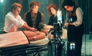 L'Expérience interdite, film de 1989, évoque la question de la mort imminente.