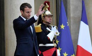 Emmanuel Macron sur le perron de l'Elysée, le 11 juillet 2017.