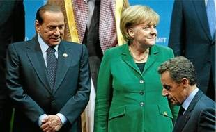 Poussé par Angela Merkel et Nicolas Sarkozy, Slivio Berlusconi s'est résolu à de nouvelles mesures de rigueur.