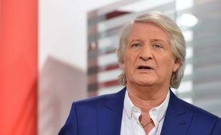La direction de la télévision publique a fait savoir à l'animateur vedette de France 2 qu'il ne serait pas reconduit à l'issue de la saison.