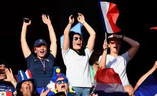 Des supportrices françaises au Roazhon Park, à Rennes, avant le coup d'envoi de France-Nigeria.