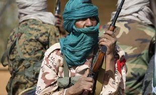 Quatre personnes ont été blessées dimanche lors de bombardements français sur une base du Mouvement arabe de l'Azawad (MAA) qui venait d'affronter les rebelles touareg au nord-est du Mali, près de l'Algérie