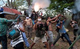 Des étudiants manifestent contre le président du Nicaragua Daniel Ortega, le vendredi 11 mai