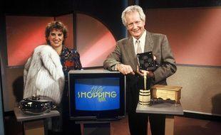 Maryse Corson et Pierre Bellemare présentent le Télé-Shopping sur TF1 en 1988