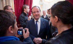 François Hollande, qui ne s'est pas exprimé à la télévision depuis le 14 juillet, est dimanche l'invité du 20H00 de TF1 pour parler de la crise syrienne au lendemain de l'accord américano-russe, mais aussi des grands dossiers de politique intérieure.