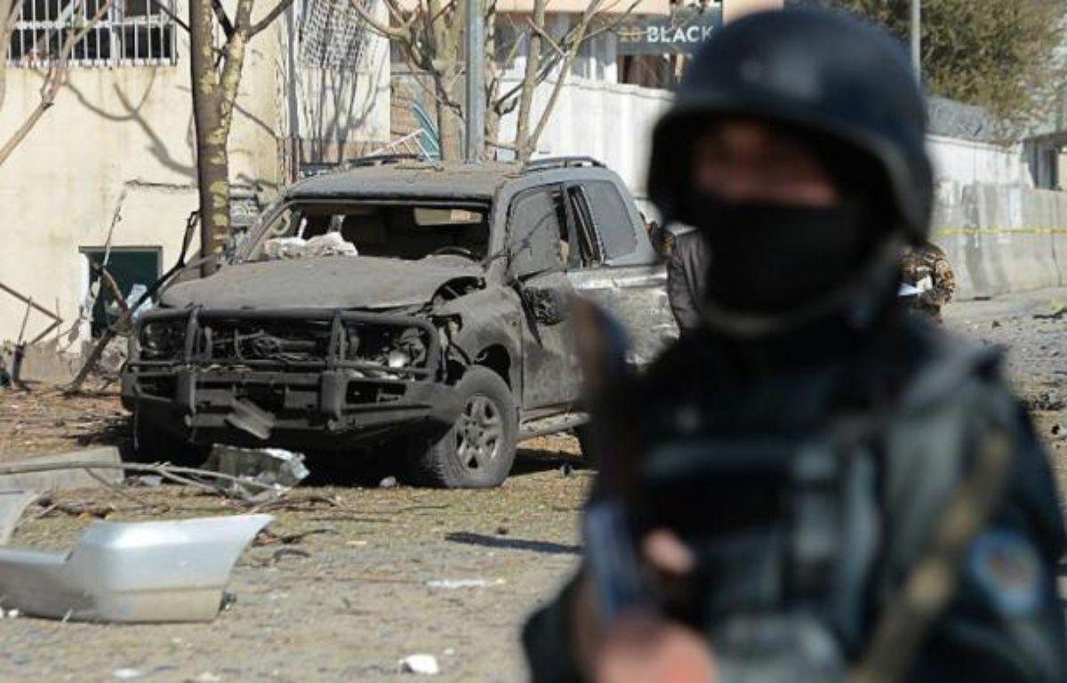 Un policier afghan à Kaboul après un attentat suicide. Illustration – Shah Marai AFP