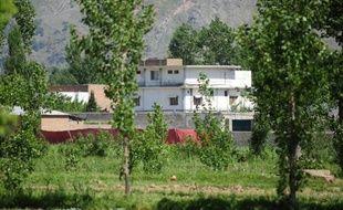 Un médecin pakistanais accusé dans son pays d'avoir aidé la CIA à débusquer Oussama Ben Laden, tué il y a plus d'un an par un commando américain dans le nord du Pakistan, a été condamné mercredi à 33 ans de prison par un tribunal tribal, a indiqué l'administration.