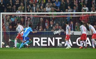 Rolando offre à l'OM le but de la qualification en finale.