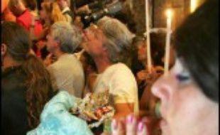 Une bonne dizaine de milliers de gitans sont venus cette année aux Saintes-Maries-de-la-Mer pour vénérer leur sainte patronne, Sara, au cours de leur traditionnel pèlerinage.